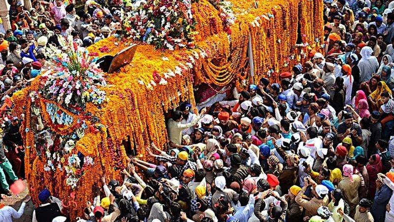 Over 500 Indian Sikh pilgrims arrive in Pakistan