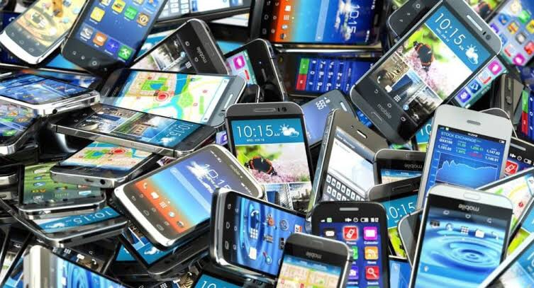 FBR reduces taxes on imported mobile phones by up to 45 percent