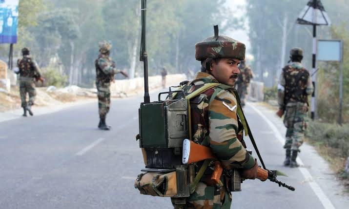 Panic grips Kashmiri residents and tourists as India deploys added troops