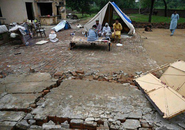 Shallow tremors rock Mirpur again as rain halts relief work