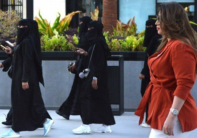 Saudi Arabia allows women to serve in armed forces