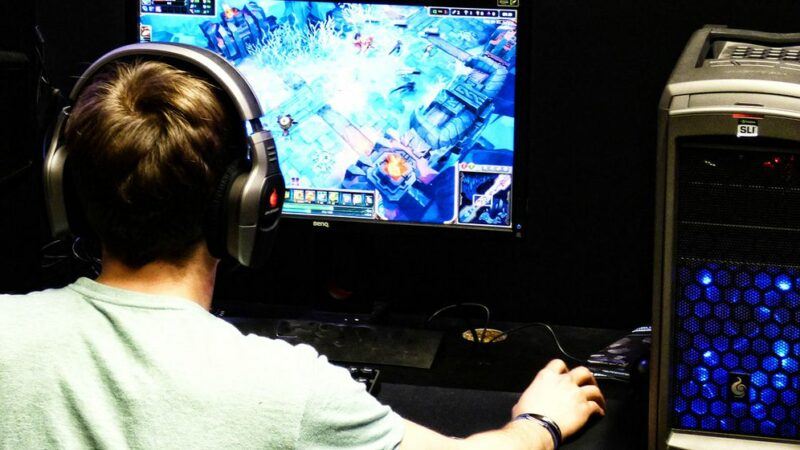 Teenage game addict dies after playing all night