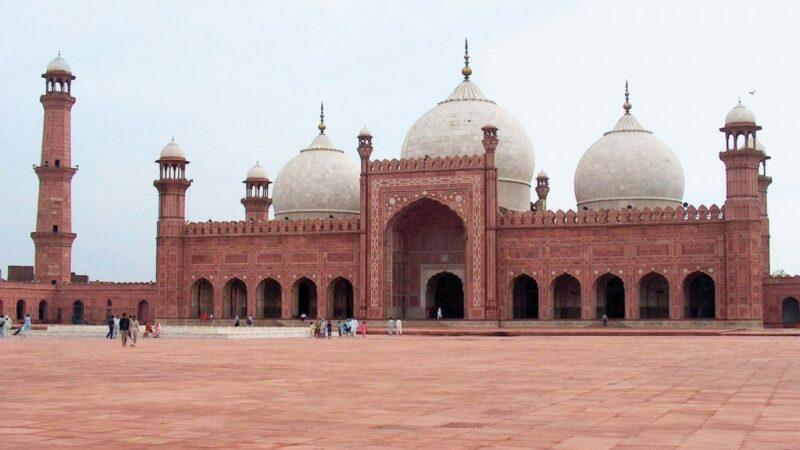 Badshahi Mosque Lahore bans wedding photography