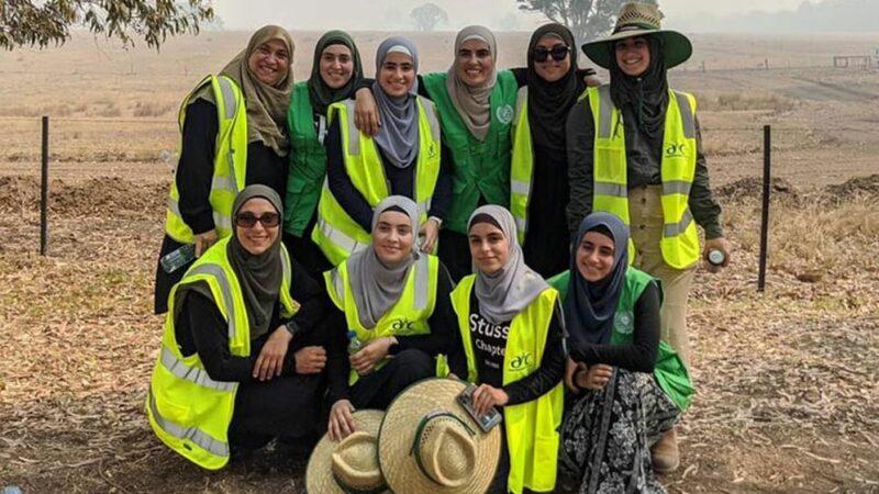 Muslim women travel with trucks to help firefighters during Australian bushfires