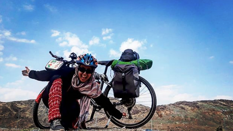 Tunisian woman completes 53-day journey to Makkah on bicycle