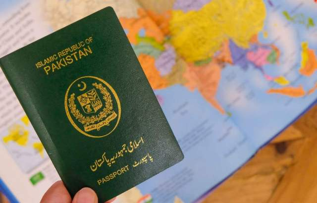 Pakistanis can now get Saudi Arabia visit visas on arrival