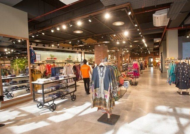 Pakistan's retail stores go online, everything is on sale
