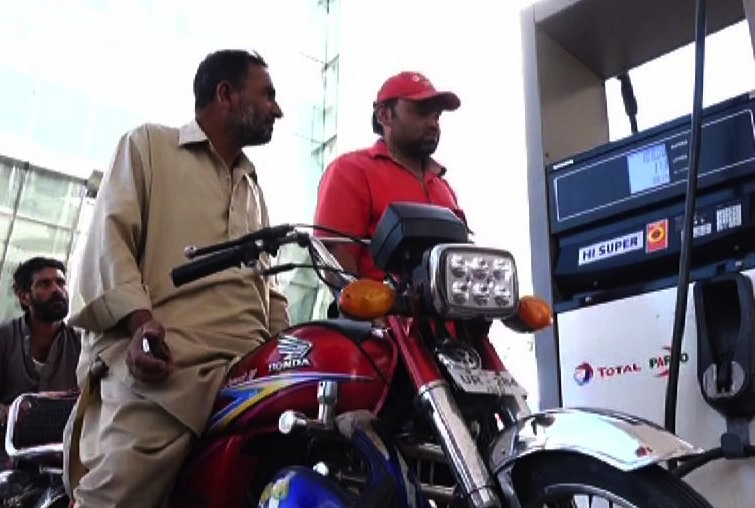 Pakistan cuts petrol prices by Rs15 to Rs96.58/litre