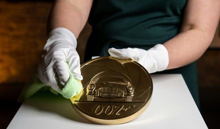 New seven-kilo gold coin unveiled to celebrate James Bond film