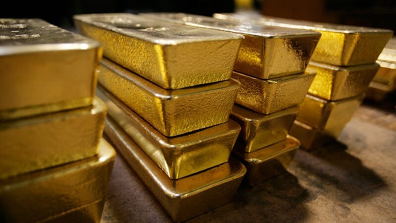 Gold crosses Rs100,000 per tola