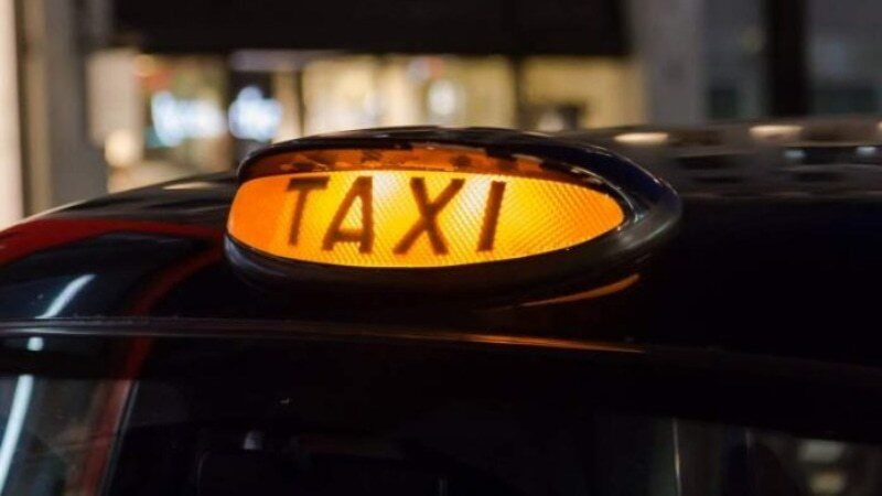 Pakistani cab drivers provide free transportation to health workers in Spain