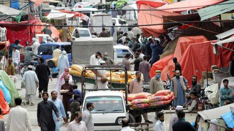 Faisalabad shops still operating with their shutters down