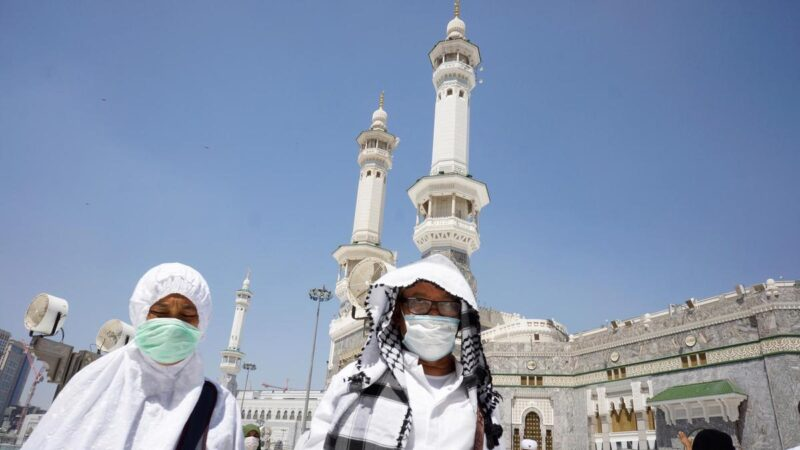 Saudi Arabia to reopen over 90,000 mosques after two months