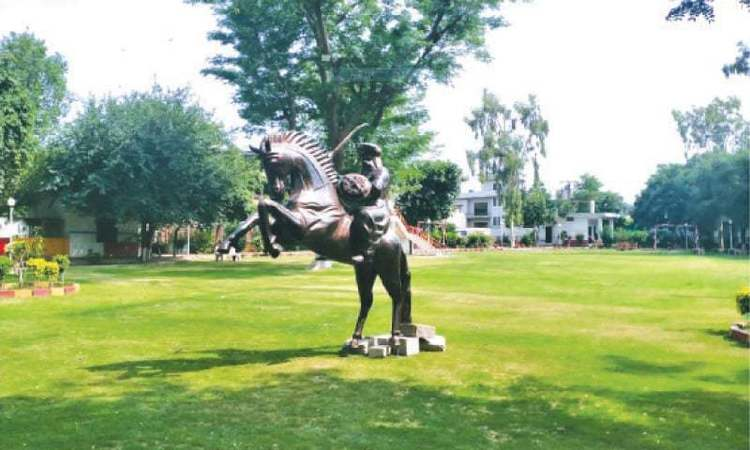 Ertugrul inspiration in Pakistan: statue of warrior appears in Lahore
