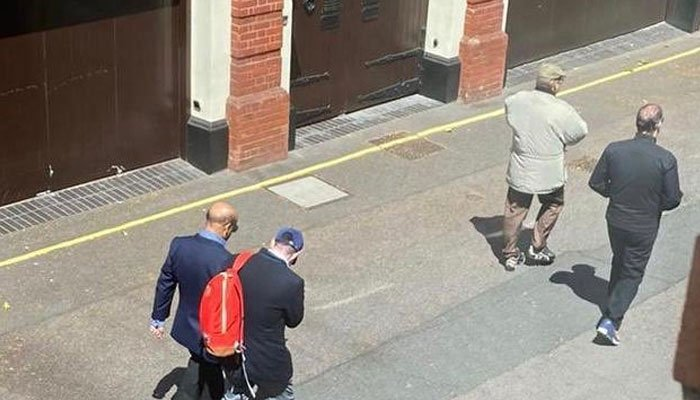 Another picture of a seemingly healthy Nawaz in London goes viral