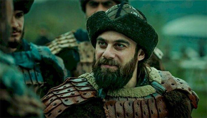 'Ertugrul' actor Cavit Çetin aka Dogan Alp arrives in Pakistan