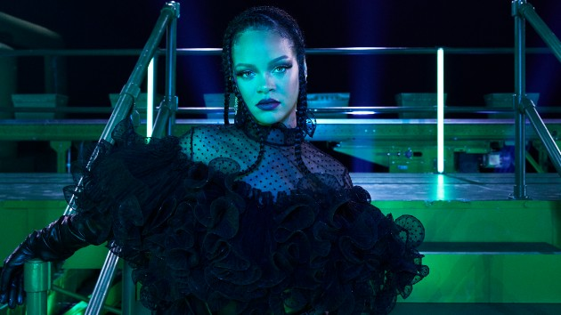 Rihanna apologizes to Muslim fans for 'careless mistake' made in her show