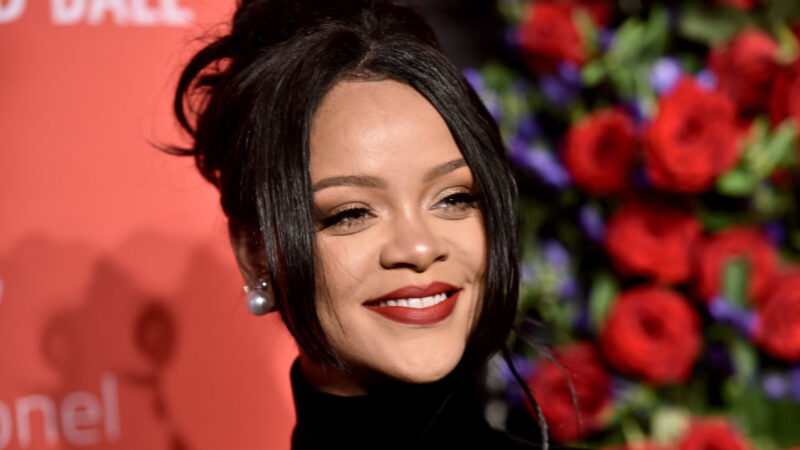 Rihanna under fierce criticism after using Islamic hadith in lingerie show