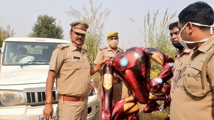 Residents in India create panic after confusing an  'Iron Man balloon' with alien invasion