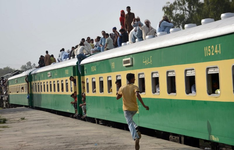 People to travel from Karachi to Lahore in 'seven hours' via new Main Line-1 railway