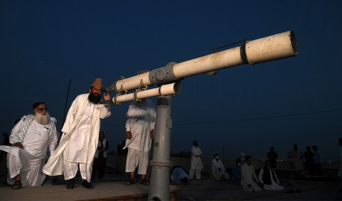 Clerics and science ministry to work together to end Pakistani 'moon sighting' controversy