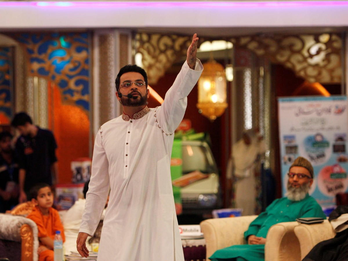 Aamir Liaquat under fire for cracking sexual harassment joke on Bilawal Bhutto