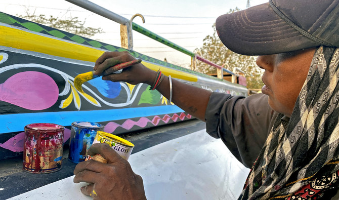 Homeless single mom paints trucks and buses in Karachi to make a living