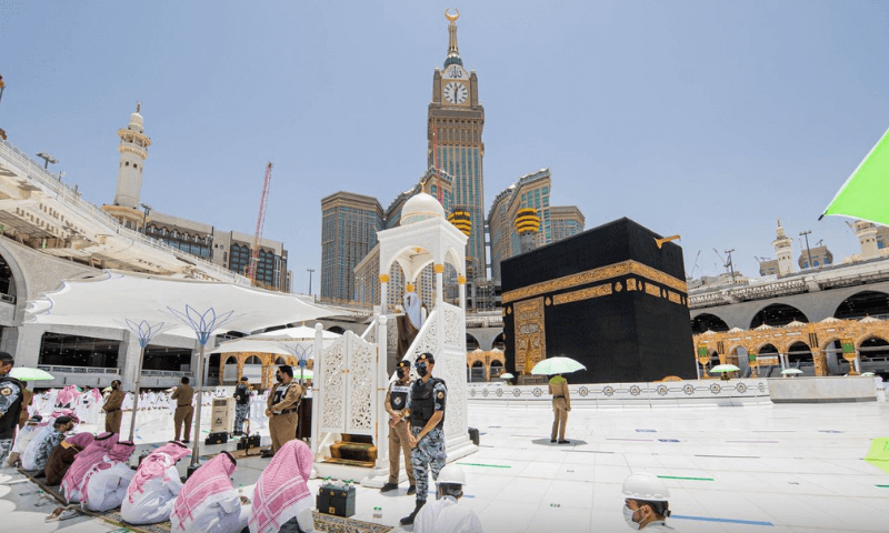 Armed man tries to attack Imam's pulpit in Makkah Grand Mosque