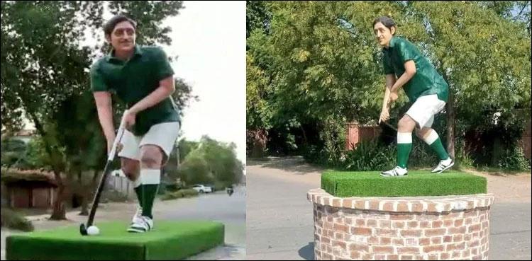 Thieves steal ball and hockey from Hockey Olympian Samiullah Khan's statue in Bahawalpur