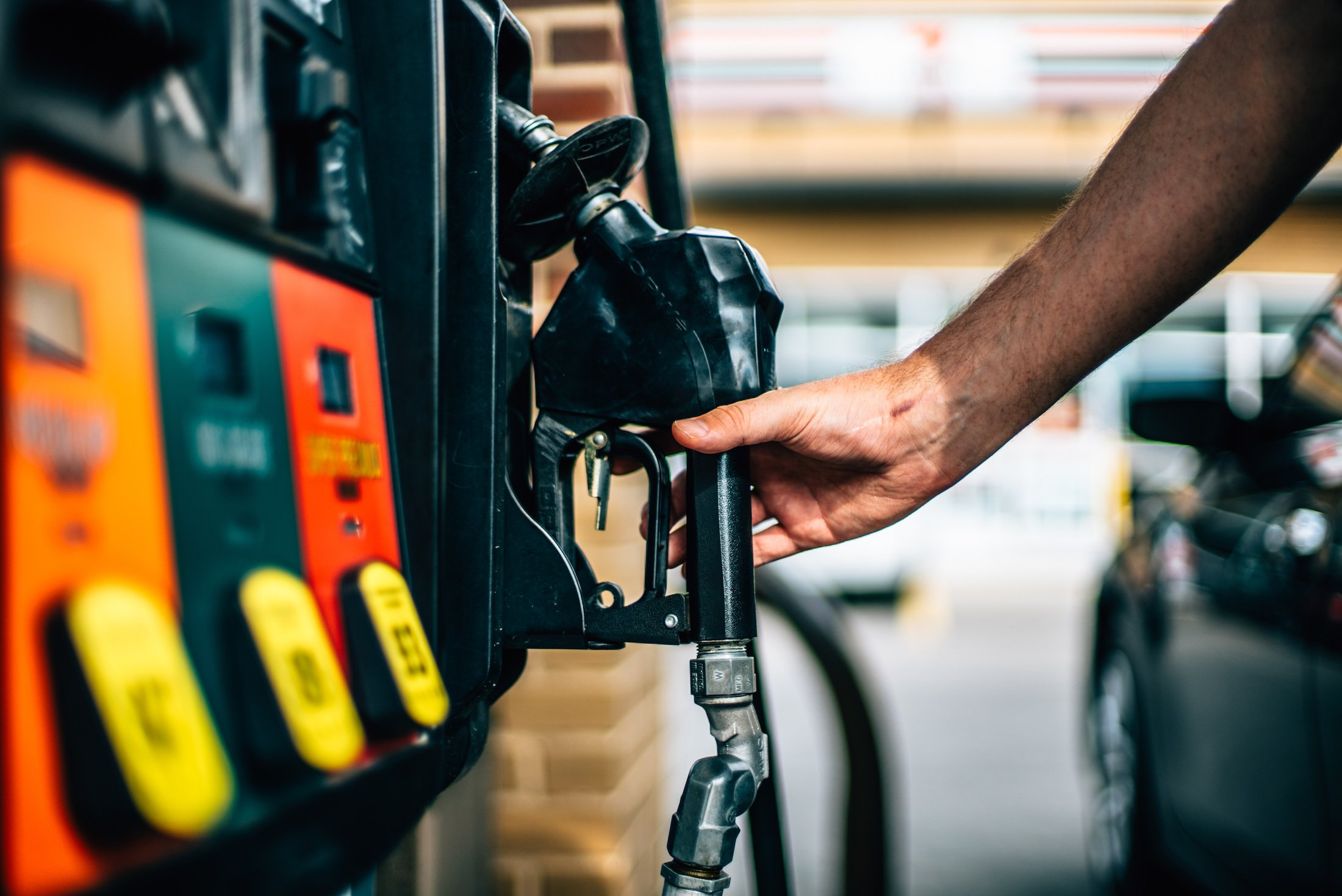 Local filling station in northern areas raise petroleum prices to 750 rupees due to tourist influx