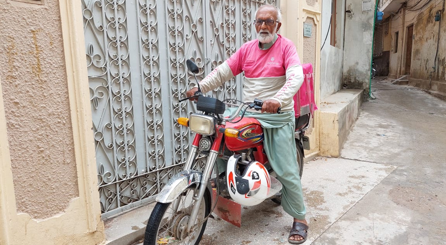 73-year-old former Finance Ministry employee Fayyaz Akhtar delivers food in Islamabad to earn a living