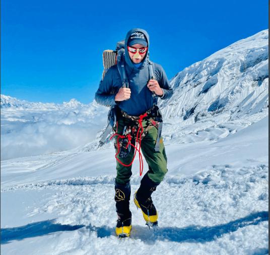 Shehroz Kashif set another record by climbing 8000 meters Manaslu in Nepal